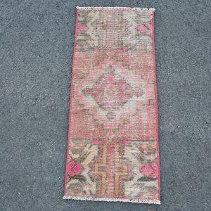 1.1 ft. x 2.6 ft. Vintage Turkish Rug TR46435 Image 1